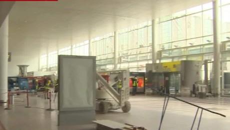 inside airprot Brussels Mclaughlin PKG_00011702