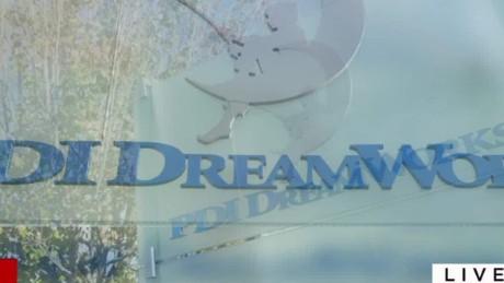 Comcast NBC Universal aquires Dream works_00005119