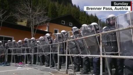 Austria passes stringent new asylum laws