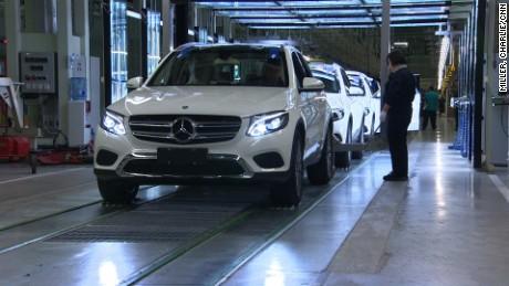 cnnee pkg matt rivers china mercedes benz venta de autos mundial _00000309