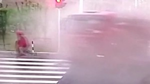 china biker escapes traffic accident jnd orig vstan_00001129.jpg