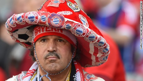 A Bayern Munich supporter waits ahead the German first division Bundesliga football match Bayern Munich vs Borussia Moenchengladbach in Munich, southern Germany, on April 30, 2016. / AFP / CHRISTOF STACHE / RESTRICTIONS: DURING MATCH TIME: DFL RULES TO LIMIT THE ONLINE USAGE TO 15 PICTURES PER MATCH AND FORBID IMAGE SEQUENCES TO SIMULATE VIDEO. == RESTRICTED TO EDITORIAL USE == FOR FURTHER QUERIES PLEASE CONTACT DFL DIRECTLY AT + 49 69 650050         (Photo credit should read CHRISTOF STACHE/AFP/Getty Images)