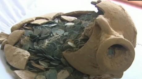 cnnee rec vo encuentran anforas con monedas de bronce romanas_00000507