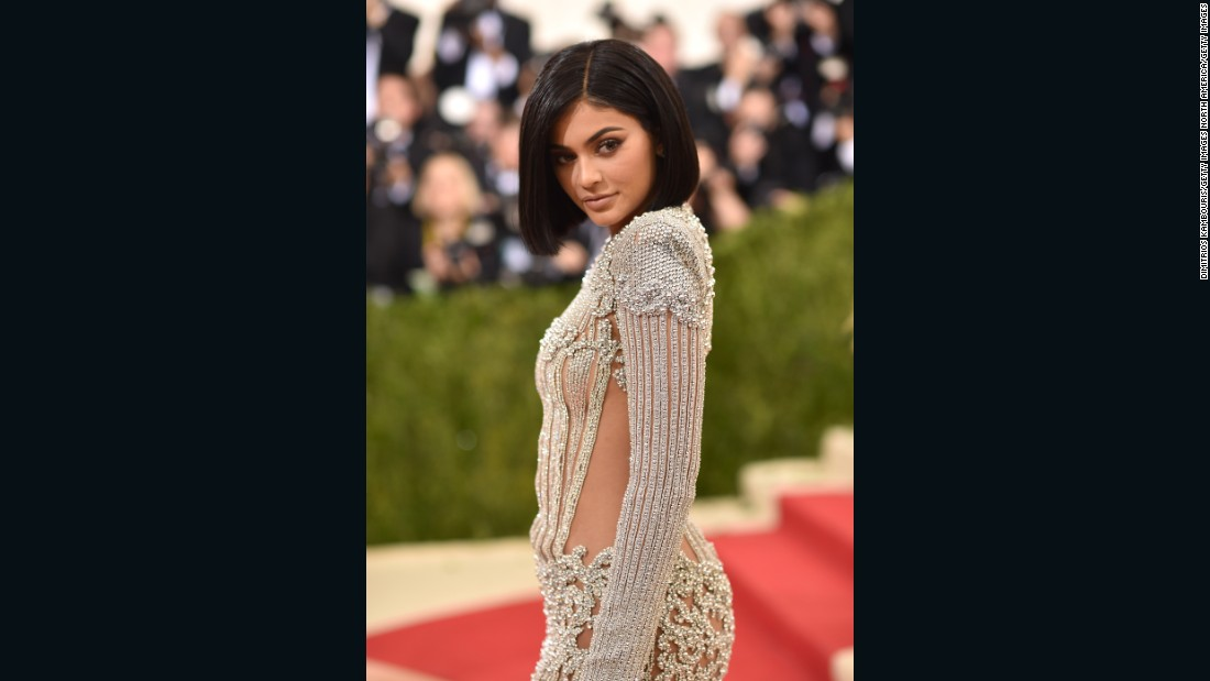 The youngest of the Kardashian-Jenner clan, Kylie Jenner, took on the red carpet in a dress by Balmain.