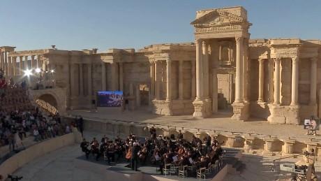 russian orchestra plays palmyra pleitgen pkg_00002112.jpg
