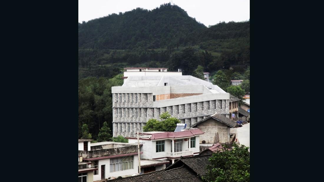 Andong Hospital. Rural Urban Framework. 2013, Baojing County, China. (Photo: Jose Campos)