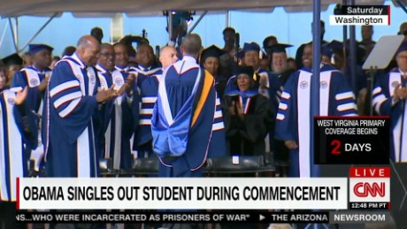 exp Obama singles out student during commencement speech_00002001