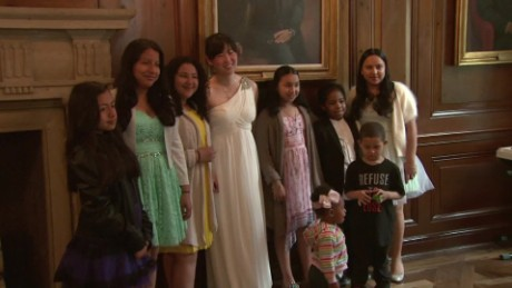 bride cancels wedding luncheon for kids new york dnt_00002509