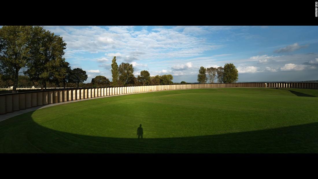 The Ring of Remembrance, International WWI Memorial of Notre-Dame-de-Lorette. Agence d'architecture Philippe Prost. Ablain-Saint-Nazaire, France.(Photo: Aitor Ortiz)