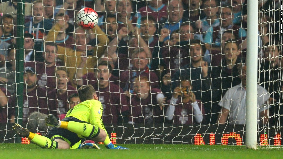 The Hammers hit back with two late goals, as goalkeeper David de Gea was beaten by headers from Michail Antonio and Winston Reid -- both set up by Dimitri Payet.