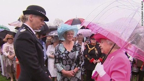 queen elizabeth ii: chinese officials were 'very rude'