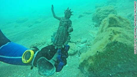 Divers discover ancient Roman treasure trove in shipwreck