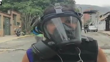 cnnee brk venezuela osmary hernandez mascara marchas protestas venezuela_00025306