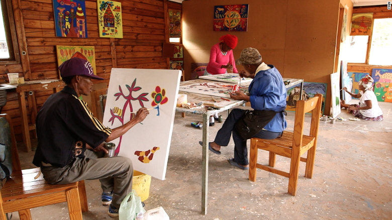 Another way indigenous heritage is being preserved is through the Kuru Art Project, which provides Basarwa people with materials to create original pieces of work while connecting to their roots.