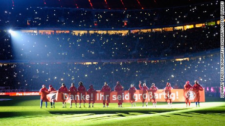 MUNICH, GERMANY - DECEMBER 16:  The team of Muenchen says 'thank you' to their fans with a banner reading 'Thank you! You are great!' after the Bundesliga match between FC Bayern Muenchen and SC Freiburg at Allianz Arena on December 16, 2014 in Munich, Germany.  (Photo by Lennart Preiss/Bongarts/Getty Images)