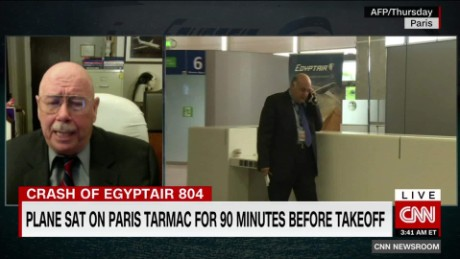 exp Looking for Clues in the crash of EgyptAir_00050228