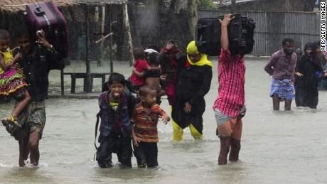 tropical cyclone roanu south asia van dam cnni nr lklv_00004917