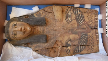 The Israeli Ministry of Foreign Affairs handed over to the Ambassador of Egypt two ancient relics from Pharaonic times, that had reached Israel illegally.