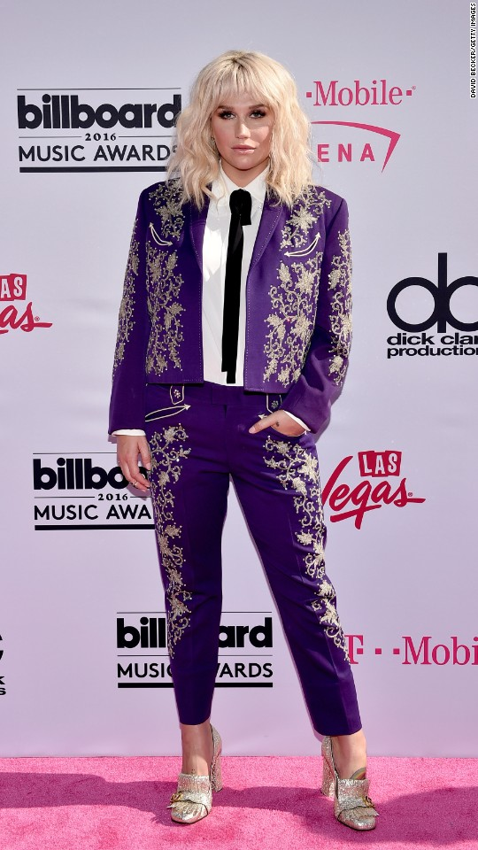 http://i2.cdn.turner.com/cnnnext/dam/assets/160522203702-21-billboard-music-awards-red-carpet-super-916.jpg