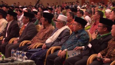 indonesia islam vs isis watson pkg_00010610