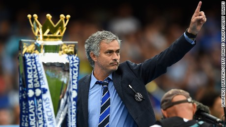 LONDON, ENGLAND - MAY 24:  Jose Mourinho manager of Chelsea celebrates the Premier League title after the Barclays Premier League match between Chelsea and Sunderland at Stamford Bridge on May 24, 2015 in London, England.  (Photo by Laurence Griffiths/Getty Images)