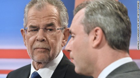 Presidential candidates Alexander Van der Bellen (L) and Norbert Hofer (R) are pictured prior to a TV discussion, after the second round of the Austrian President elections, on May 22, 2016, at the Hofburg in Vienna. / AFP / APA / HARALD SCHNEIDER / Austria OUT        (Photo credit should read HARALD SCHNEIDER/AFP/Getty Images)