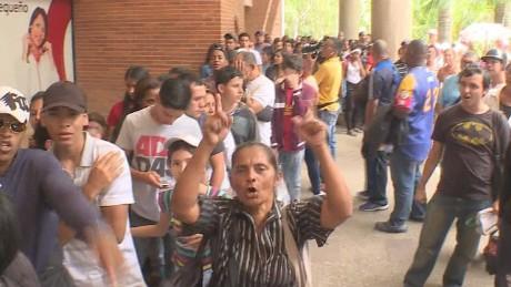 cnnee pkg osmary venezuela crisis caritas alimentos medicinas_00014809