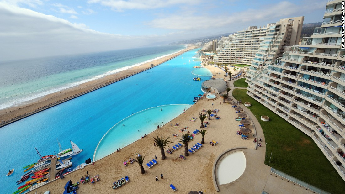 Rooftops to infinity the world 39 s best swimming pools for Largest swimming pool in the us