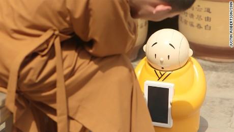 China robot monk xian'er 01