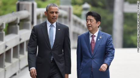 US President Barack Obama (L) walks with Japan's Prime Minister Shinzo Abe (R) as they arrive at Ise-Jingu Shrine in the city of Ise in Mie prefecture, on May 26, 2016, on the first day of the G7 leaders summit. World leaders kick off two days of G7 talks in Japan on May 26 with the creaky global economy, terrorism, refugees, China's controversial maritime claims, and a possible Brexit headlining their packed agenda. / AFP / STEPHANE DE SAKUTIN        (Photo credit should read STEPHANE DE SAKUTIN/AFP/Getty Images)