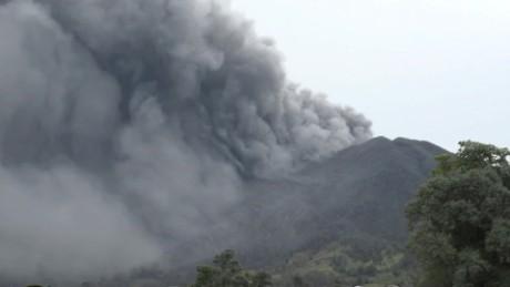 cnnee djenane villanueva vivir cerca de un volcan activo turrialba costa rica_00000712