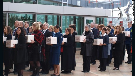 Community members held a ceremony as remains of indigenous people were returned to New Zealand.