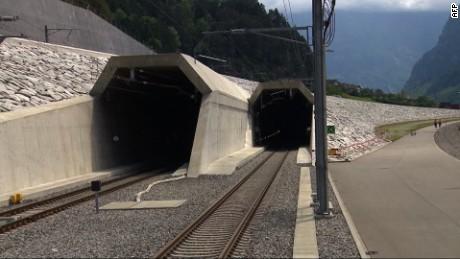cnnee vo inaguran el tunel mas grande y priofundo del mundo _00013204