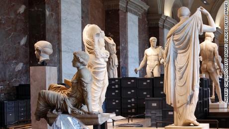 cnnee rec museos en francia cierran sus puertas para cuidar del arte _00002411