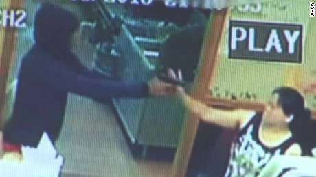 restaurant owner tackles robber virginia dnt_00005004