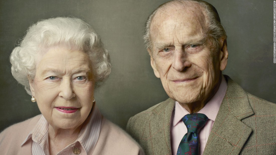 On June 10, Buckingham Palace released a new official photograph to mark the Queen's 90th birthday. It shows Queen Elizabeth II with her husband, the Duke of Edinburgh, and was taken at Windsor Castle just after Easter.