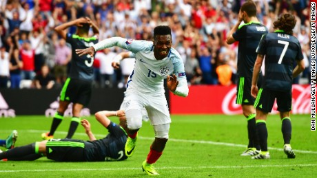 LENS, FRANCE - JUNE 16:  Daniel Sturridge of England celebrate scoring England's second goal during the UEFA EURO 2016 Group B match between England and Wales at Stade Bollaert-Delelis on June 16, 2016 in Lens, France.  (Photo by Dan Mullan/Getty Images)