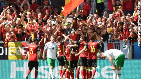 Belgium's players celebrate their third goal during the Euro 2016 group E football match between Belgium and Ireland at the Matmut Atlantique stadium in Bordeaux on June 18, 2016. / AFP / NICOLAS TUCAT        (Photo credit should read NICOLAS TUCAT/AFP/Getty Images)