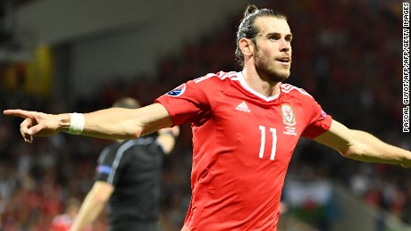 Wales' forward Gareth Bale celebrates scoring the team's third goal during the Euro 2016 group B football match between Russia and Wales at the Stadium Municipal in Toulouse on June 20, 2016. / AFP / PASCAL GUYOT        (Photo credit should read PASCAL GUYOT/AFP/Getty Images)