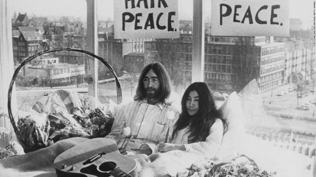 """Jane Fonda Faces Protesters, Calls Vietnam Photo a """"Huge ..."""