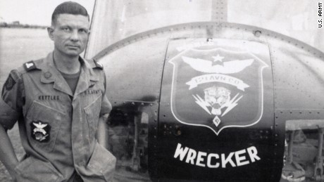 Vietnam vet gets Medal of Honor for saving 40 lives