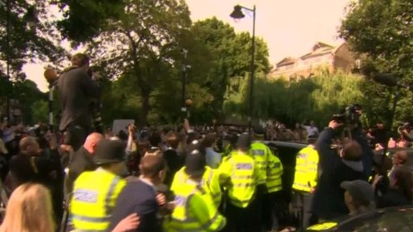 Boris Johnson crowd sot _00001814