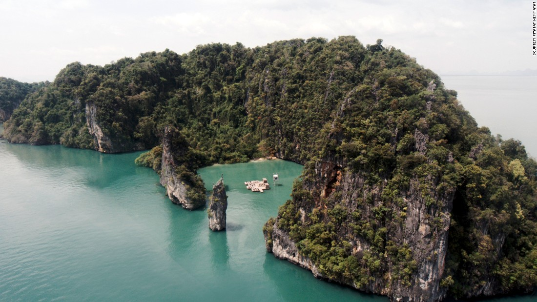 Scheeren doesn't just transform skylines. This floating Archipelago Cinema was designed for Thailand's Film on the Rocks Festival in 2012.