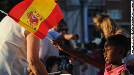 MADRID, SPAIN - JUNE 24:  A young Popular Party supporter waves a Spanish flag during the closing rally ahead of Spanish General Elections on June 24, 2016 in Madrid, Spain. Spanish voters head back to the polls on June 26 after the last election in December failed to produce a government. Latest opinion polls suggest the Unidos Podemos left-wing alliance could make enough gains to come in second behind the caretaker government of the center-right Popular Party.  (Photo by Denis Doyle/Getty Images)