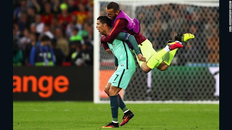 Euro 2016: Last-gasp Ricardo Quaresma goal sinks Croatia