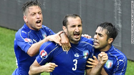 Italy's defender Giorgio Chiellini (C) celebrates a goal with Italy's forward Citadin Martins Eder (R) and Italy's midfielder Emanuele Giaccherini during Euro 2016 round of 16 football match between Italy and Spain at the Stade de France stadium in Saint-Denis, near Paris, on June 27, 2016.   / AFP / PHILIPPE LOPEZ        (Photo credit should read PHILIPPE LOPEZ/AFP/Getty Images)