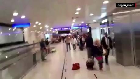turkey airport istanbul passengers flee orig mg_00012224.jpg