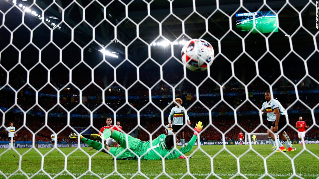 Hal Robson-Kanu, at left in red, gave Wales a 2-1 lead in the 55th minute.