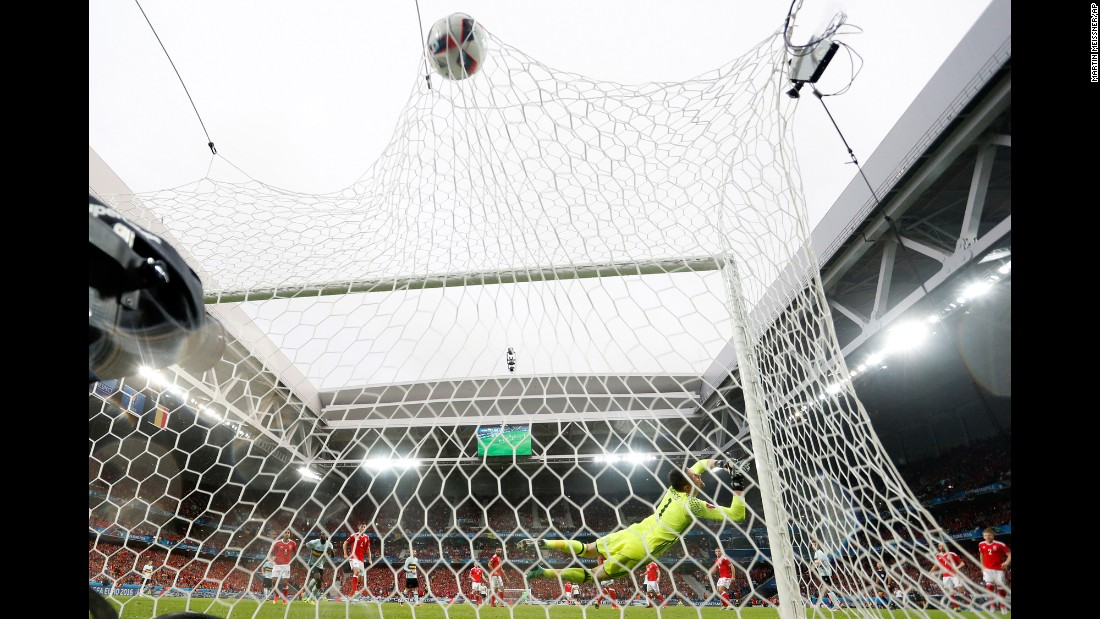 Welsh goalkeeper Wayne Hennessey can't stop Nainggolan's powerful shot in the 13th minute.