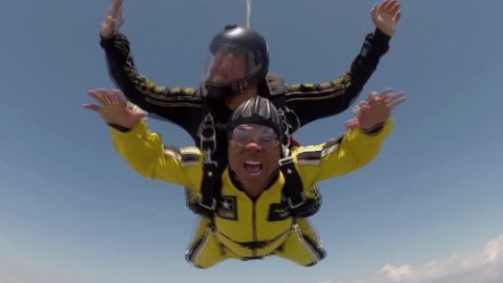Hines Ward jumps out of airplane